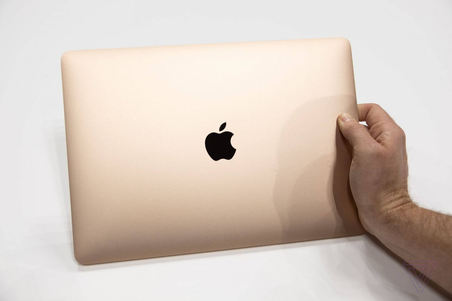 MacBook Air品质一流:加入T2芯片、超短键盘、高分辨率